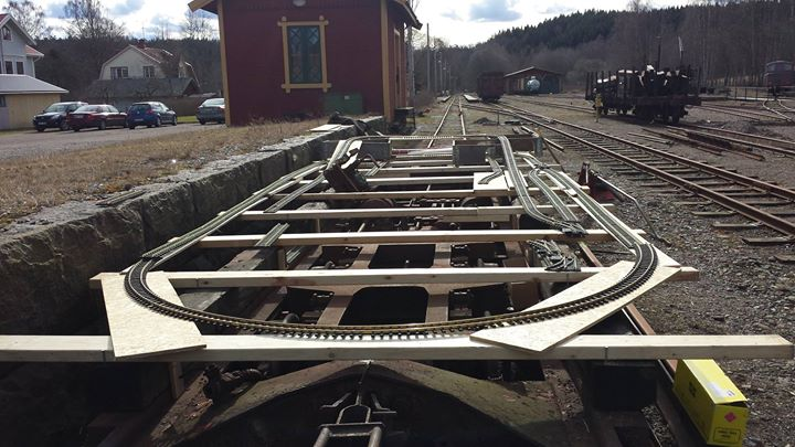 Arbete på nya modelljärnvägen i museihallen. Foto: Mats Andersson